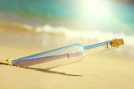bouteille sur le sable