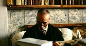 Ostad Elahi à son bureau