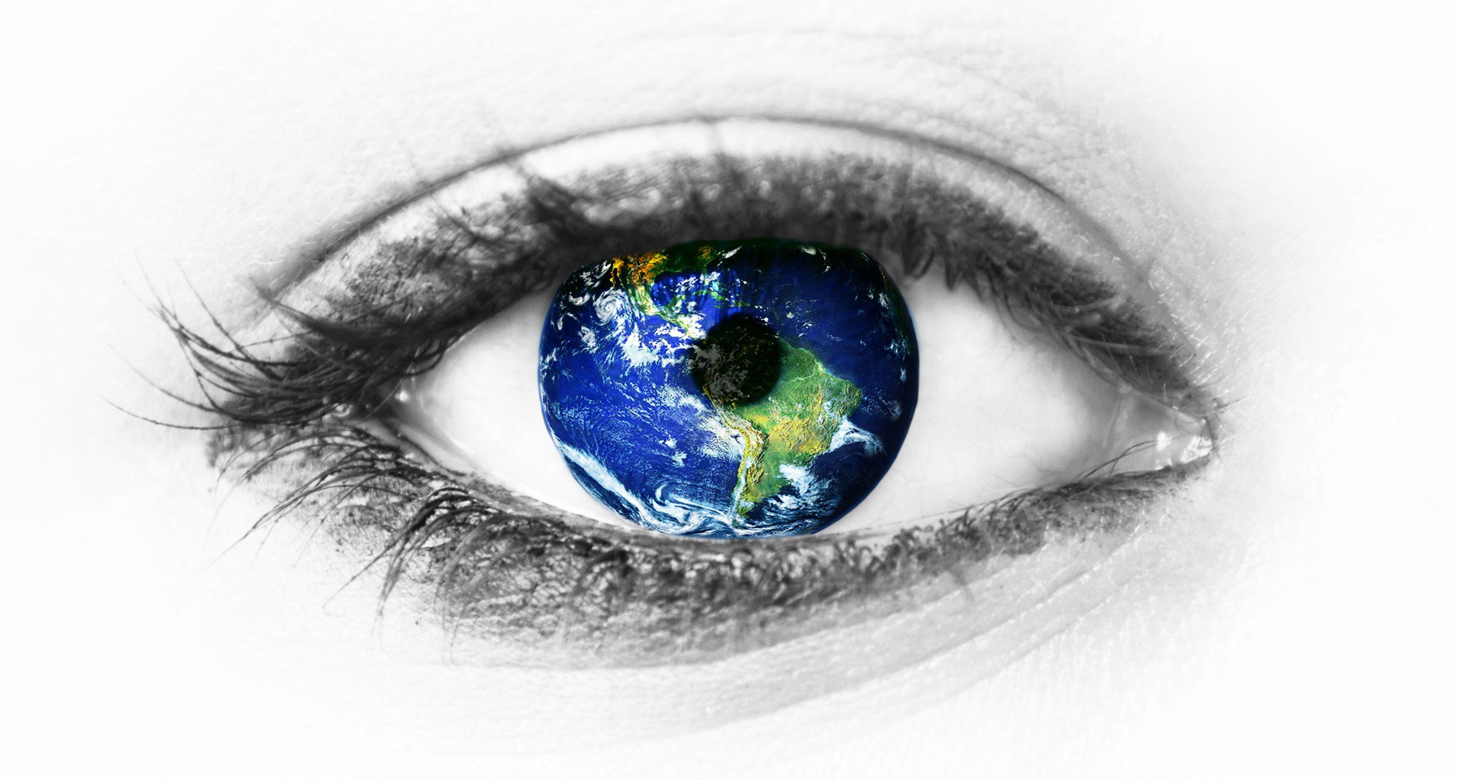Oeil avec la Terre